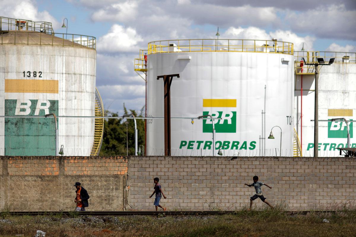 Tanques de combustíveis da Petrobras Distribuidora (BR)