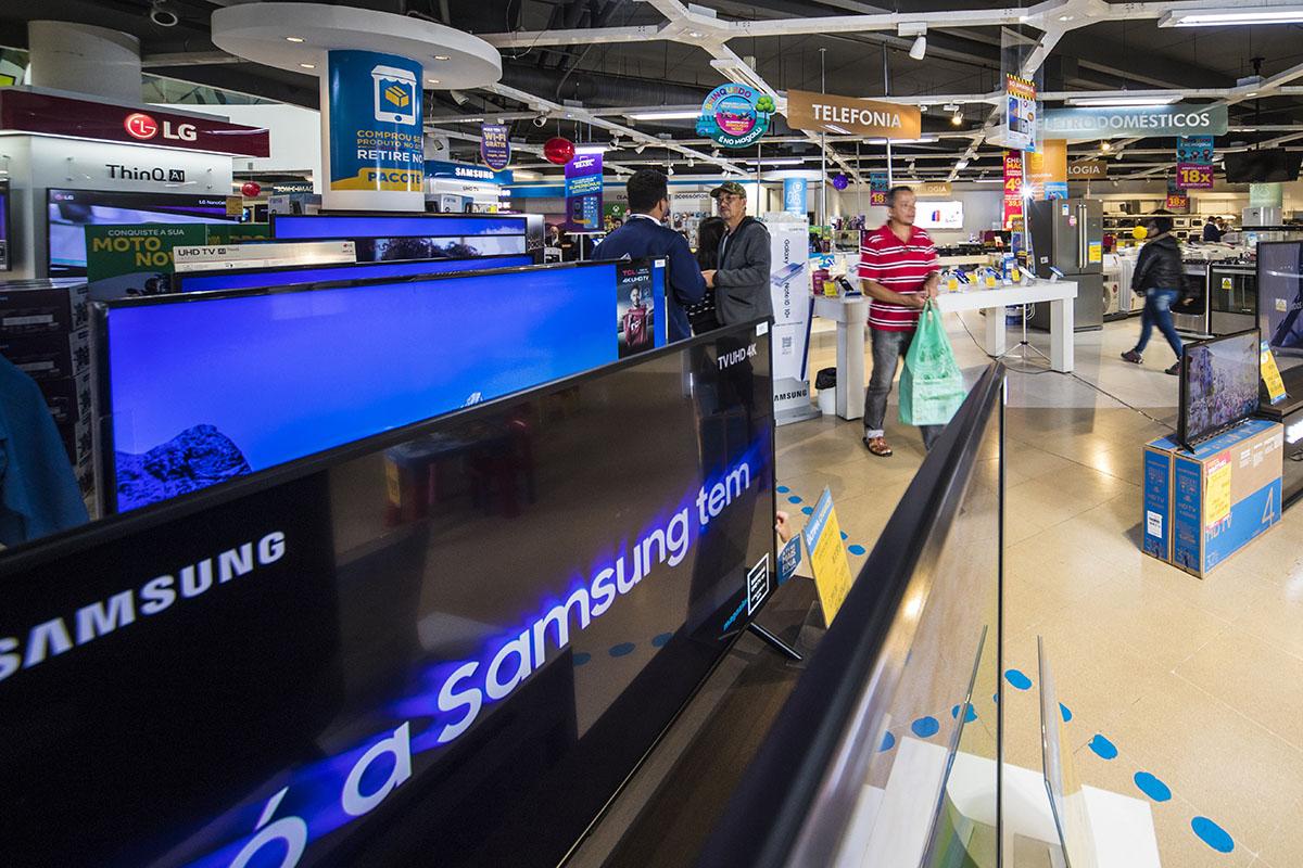 Televisores Samsung em loja da Magazine Luiza em São Paulo