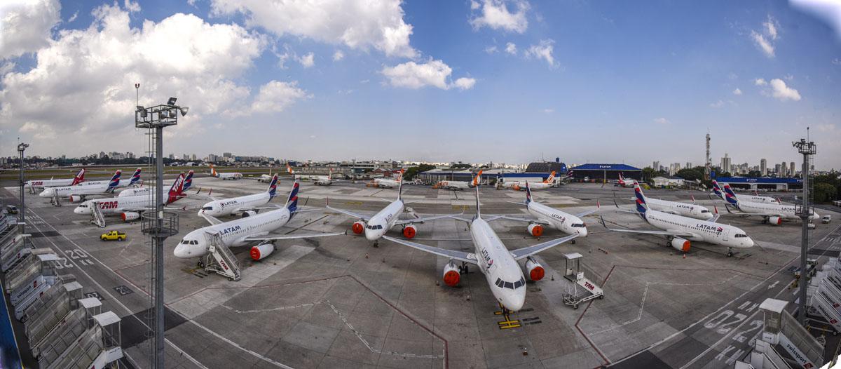 Aviões da Latam no aeroporto de Congonhas