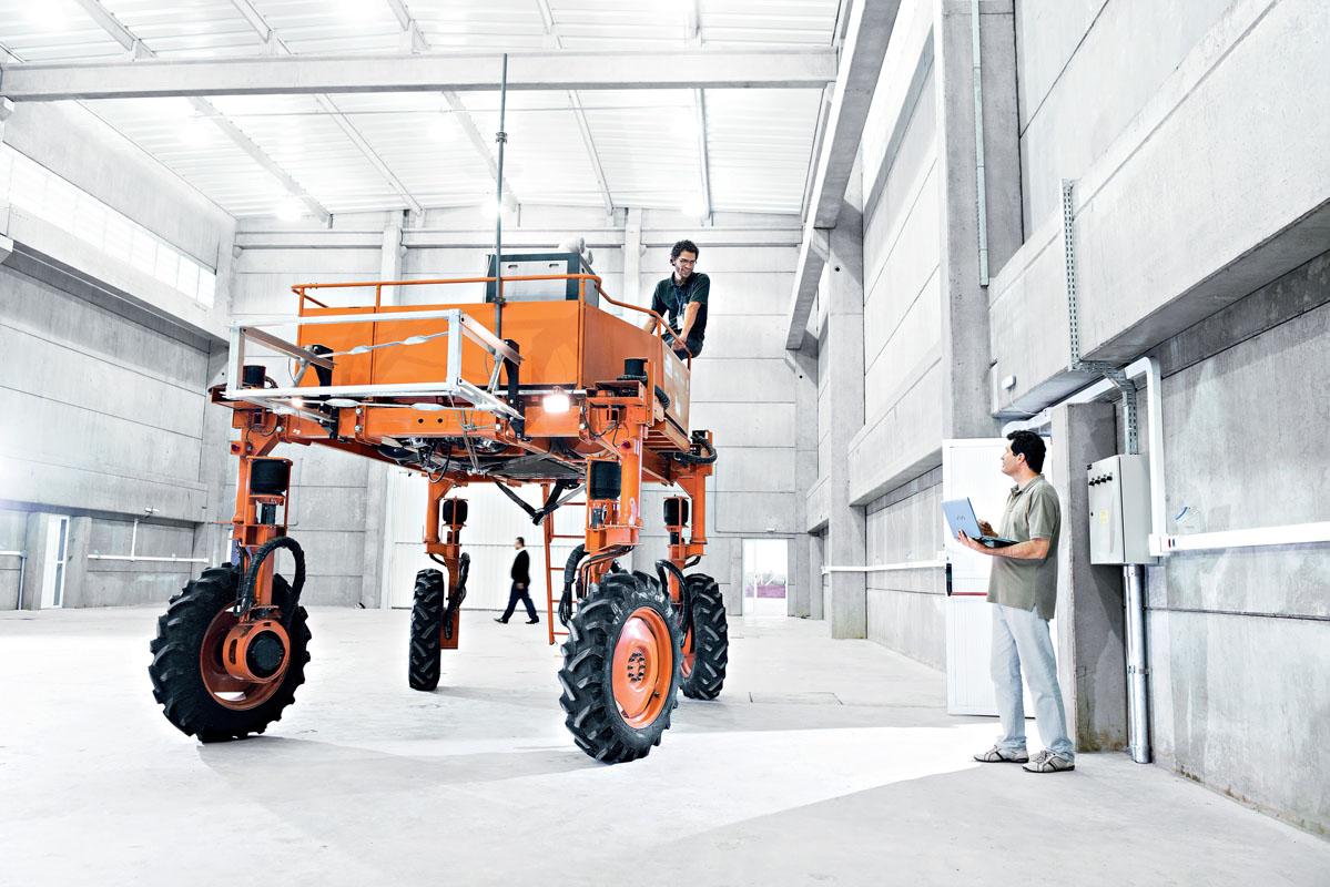 Robô móvel agrícola, da Embrapa.