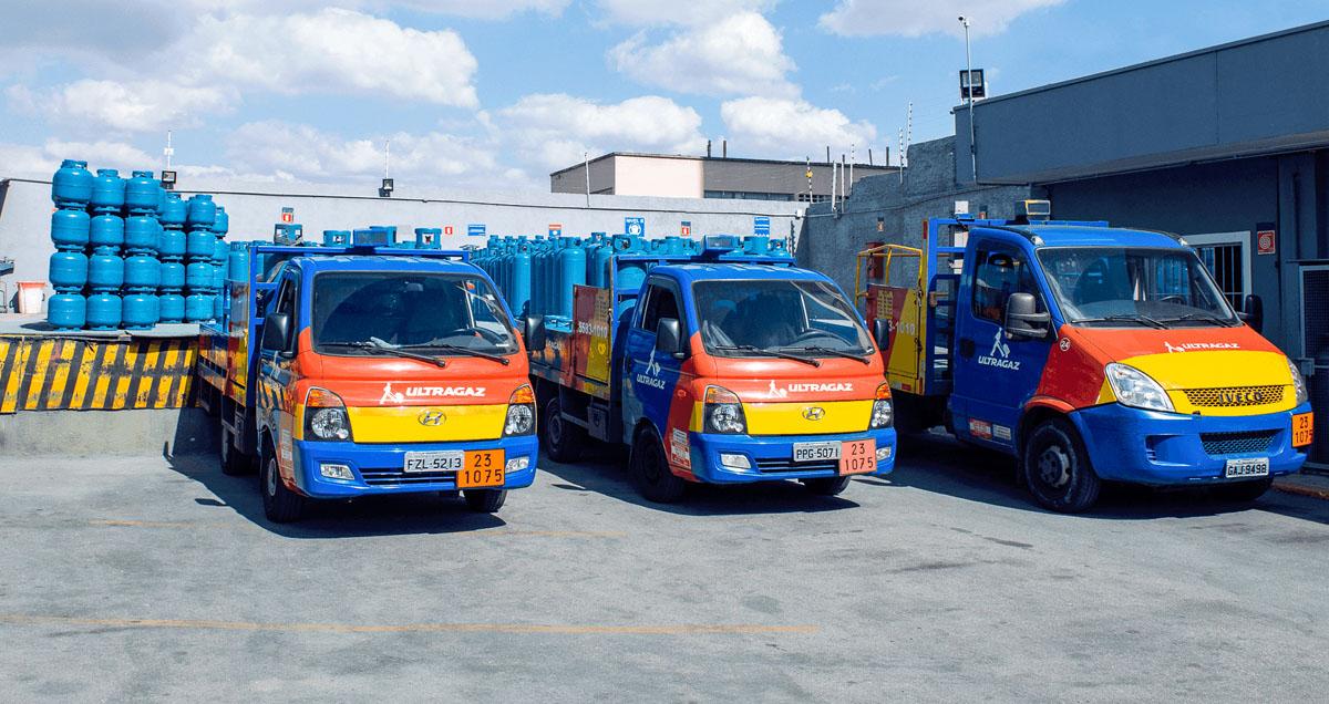 Caminhões de entrega de botijões da Ultragaz