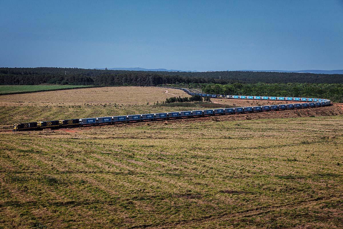 Novos vagões de trem da RUMO Logistica